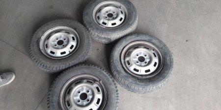 Zimne pneu + disky  4ks na Škoda Favorit 1